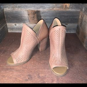Lucky Brand perforated sesame leather booties 6M